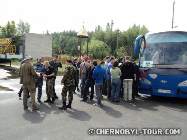 Экскурсия у въезда в Чернобыльскую Зону